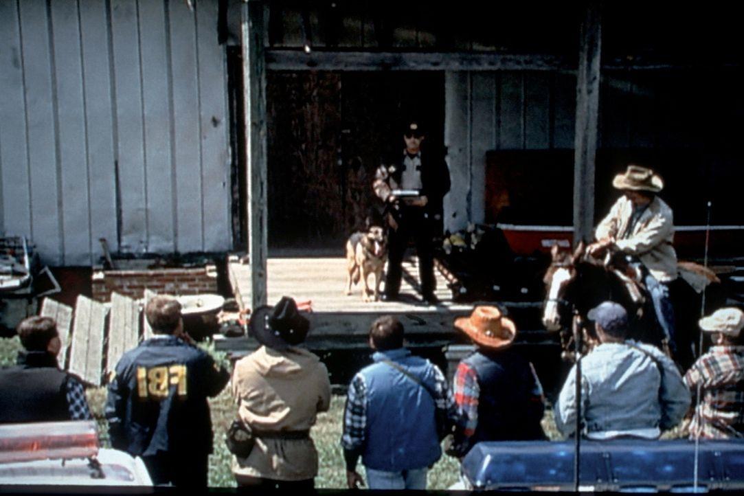 Nach dem Mord an zwei Wildhütern beginnt sofort eine groß angelegte Jagd auf den Wilderer Claude Dallas, der bald gefasst und verurteilt wird. Doch... - Bildquelle: Randy Jacobson New Dominion Pictures, LLC