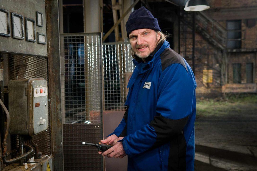 Das Protokoll zeigt deutliche Schwankungen im Stromnetz von Berlin. Zur Überprüfung der Trafos schickt Ingenieurin Anja Radtke vorsichtshalber das W... - Bildquelle: Conny Klein SAT.1