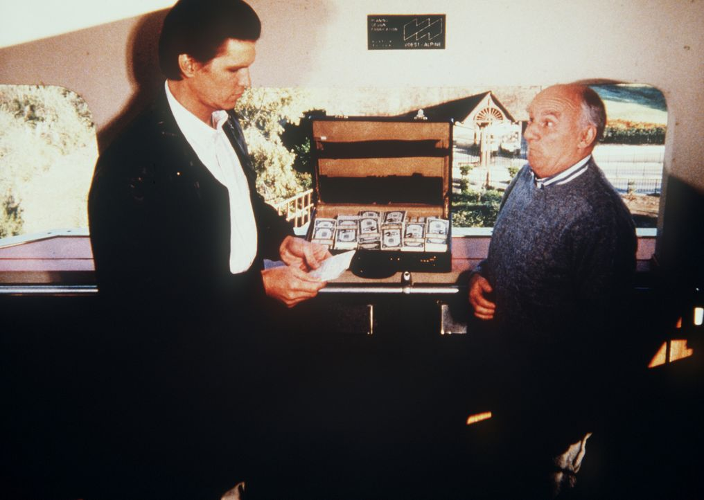 Der Verbrecher Taggart (Brooks Gardner, l.) und der Hehler Weathers (Douglas Seale, r.) schließen einen gefährlichen Handel ab ...