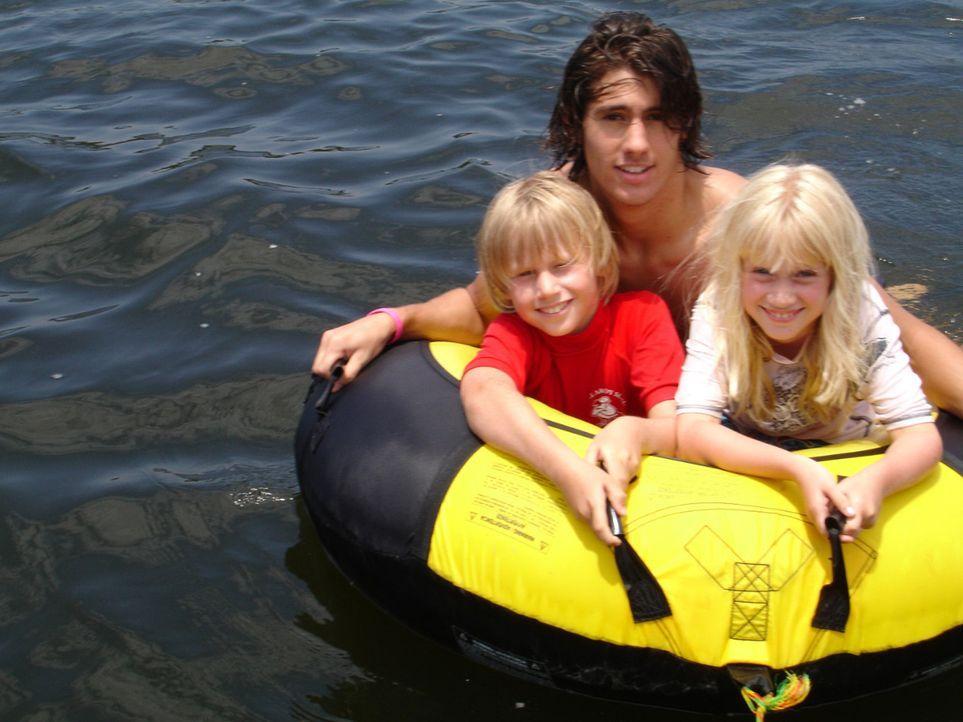 """Nach über zehn Jahren in """"Down Under"""" fühlen sich die Posts schon fast wie waschechte Australier. Die drei Kinder Dennis (18), Lukas (9) und Annika... - Bildquelle: kabel eins"""
