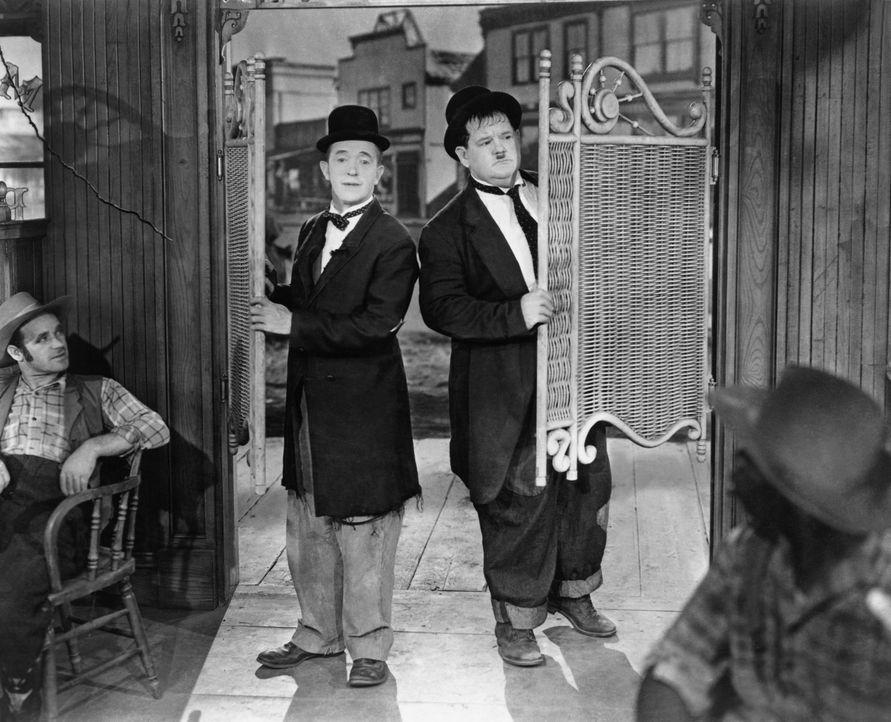 Stan (Stan Laurel, l.); Ollie (Oliver Hardy, r.) - Bildquelle: Metro-Goldwyn-Mayer