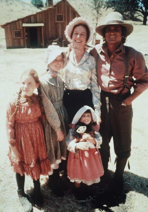 Solange die Familie zusammenhält, kann nichts wirklich schiefgehen: (v.l.n.r.) Laura (Melissa Gilbert), Mary (Melissa Sue Anderson), Caroline (Karen... - Bildquelle: Worldvision