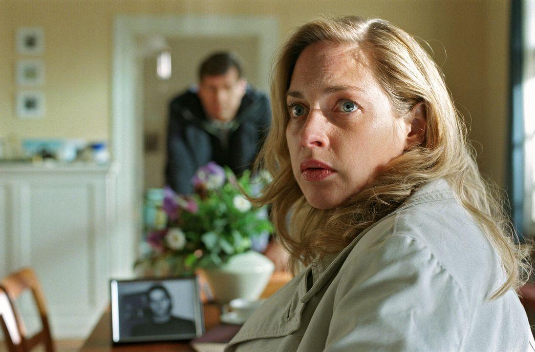 Agnes bestätigt, dass Felix (Thomas Heinze, l.) JFK?s Sohn ist. Nina (Sophie von Kessel, r.) kann es nicht glauben. - Bildquelle: Noreen Flynn Sat.1
