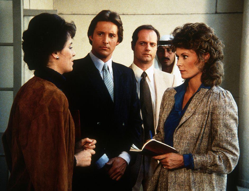 Nach dem versuchten Attentat freundet sich die arabische Prinzessin (Jane Kaczmarek, l.) mit Lee (Bruce Boxleitner, 2.v.l.) und Amanda (Kate Jackson... - Bildquelle: CBS Television