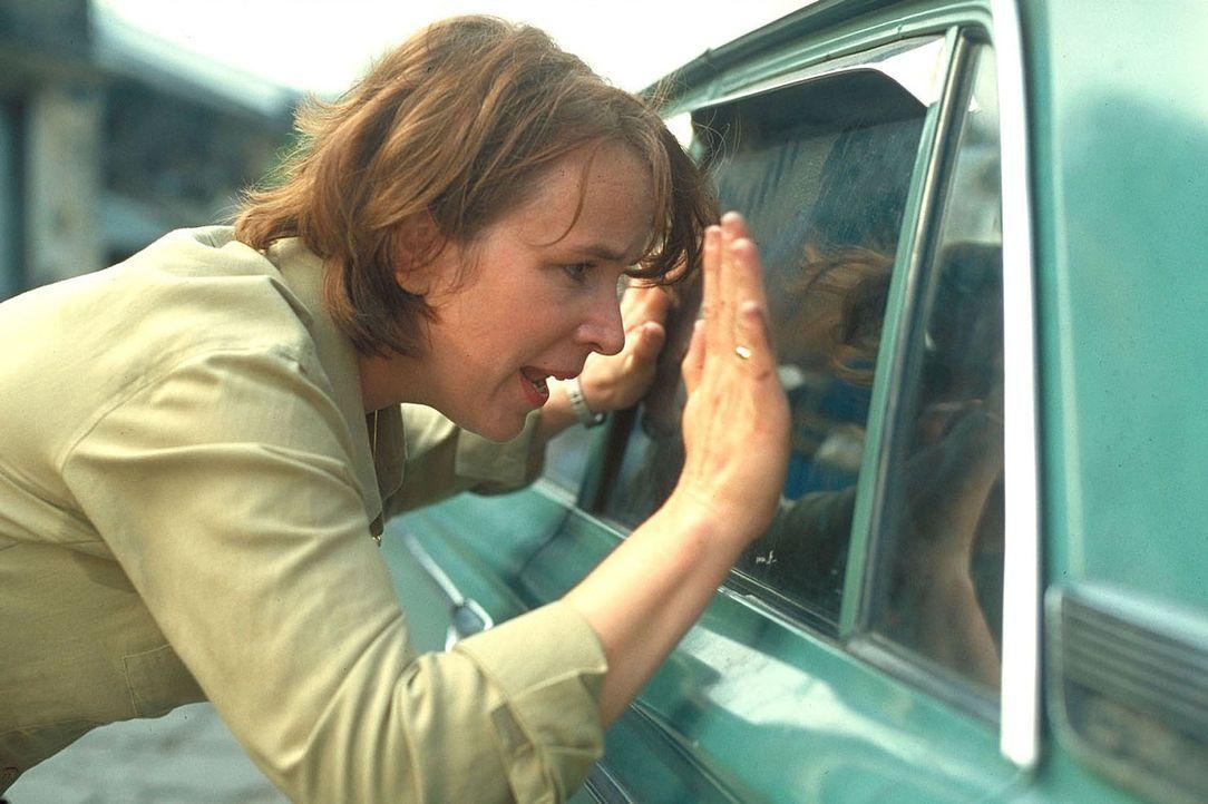 Auch im Rotlichtmilieu sucht Jana (Bettina Kupfer) nach ihrer verschwundenen Tochter ... - Bildquelle: Manju Sawhney ProSieben