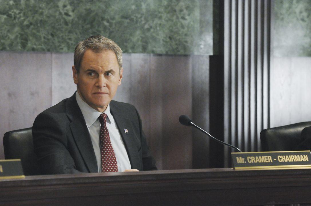 Das Team muss sich bei Senator Cramer (Mark Moses) für einen fehlgeschlagenen Einsatz verantworten ... - Bildquelle: Matt Kennedy 2011 American Broadcasting Companies, Inc. All rights reserved. / Matt Kennedy