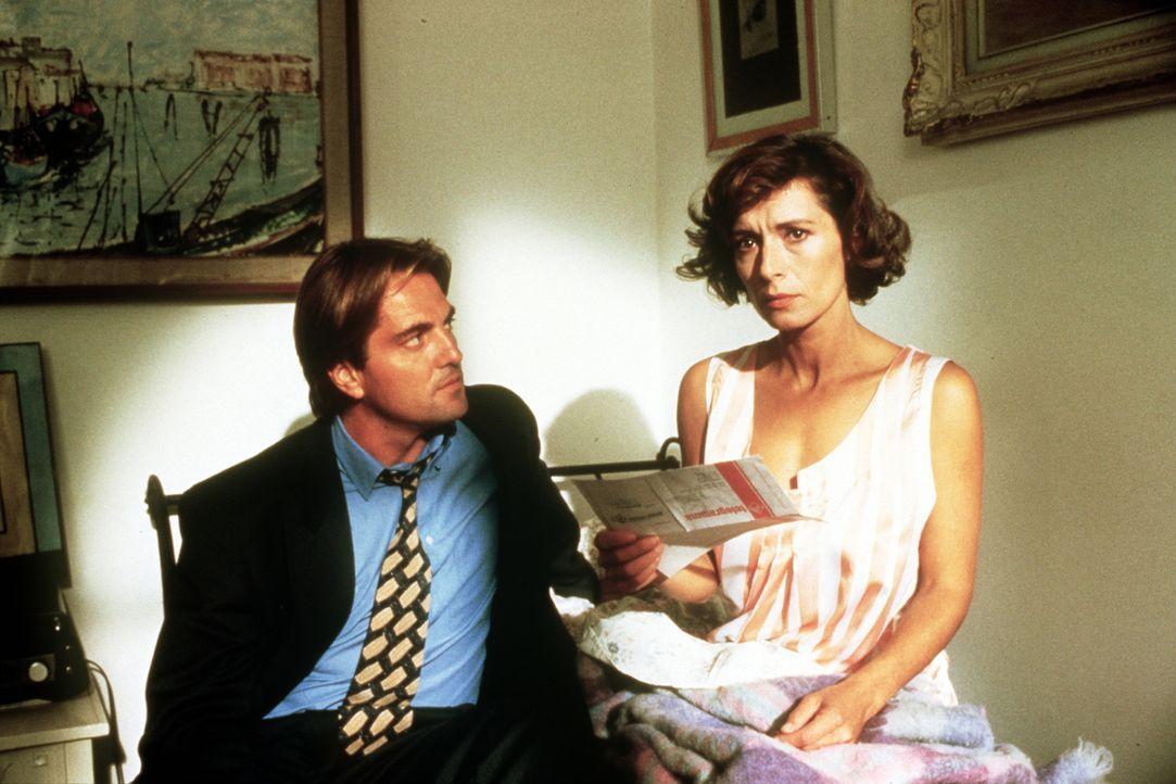 Lino Niccolini (Saverio Vallone, l.); Dr. Sabina Spreti (Anita Zagaria, r.) - Bildquelle: Beta Film GmbH