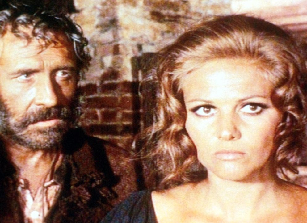 Cheyenne (Jason Robards jr., l.) beschwört Jill (Claudia Cardinale, r.), den Bahnhof zu bauen und damit das Vermächtnis ihres ermordeten Mannes zu e... - Bildquelle: TM &   2003 by Paramount Pictures Corporation. All rights reserved