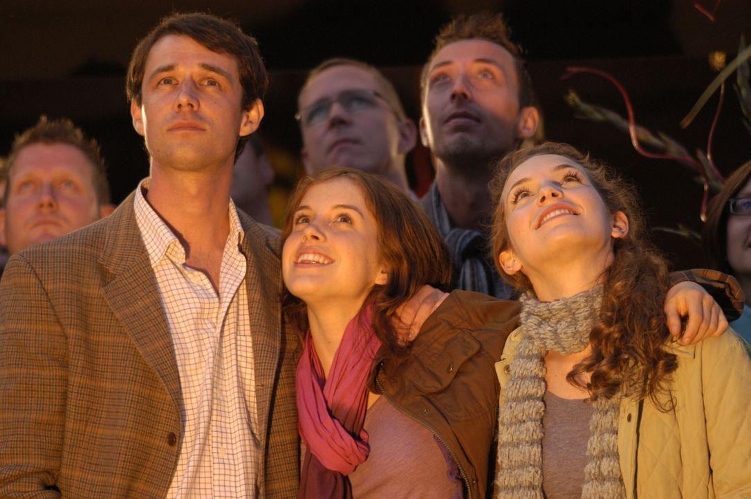 """(v.l.n.r.) Tom Tresillian (Tim Delap); Abigail """"Abby"""" Combe (Paula Kalenberg); Imogen Combe (Perdita Weeks) - Bildquelle: Stephen Morley"""