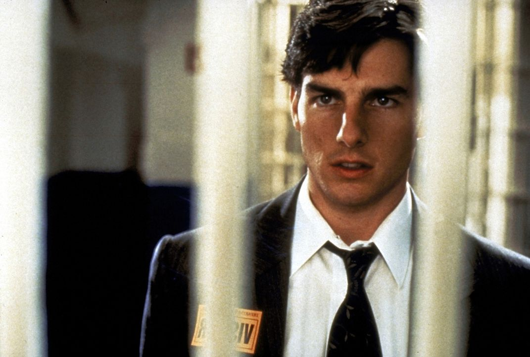Der Anwalt Mitch McDerre (Tom Cruise) gerät durch seinen Arbeitgeber, eine Anwalts-Sozietät, in eine lebensbedrohliche Situation zwischen FBI und Ma... - Bildquelle: Paramount Pictures