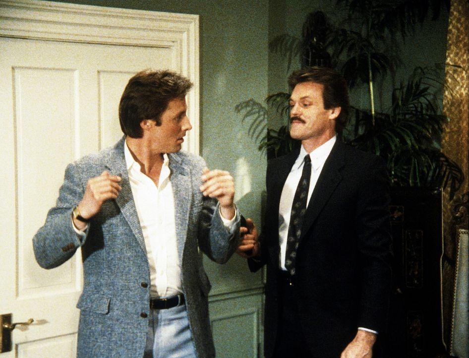 Keinen Spaß versteht Brackin (John Beck, r.), als er Lee (Bruce Boxleitner) zu einem Verbrechen überreden will ...