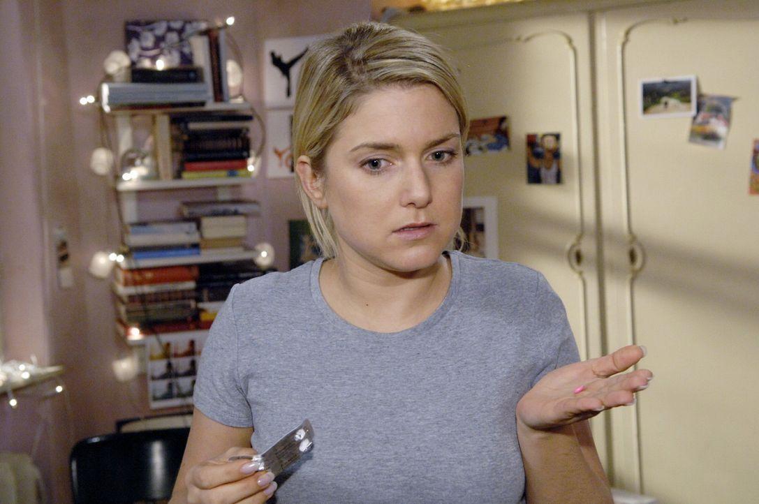 Anna (Jeanette Biedermann) versucht mit den Tabletten von Diaz ihr Tief zu überwinden ... - Bildquelle: Sat.1
