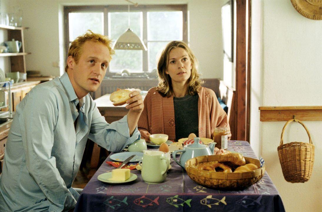 Kate hat sich gerade erst von ihrem Mann getrennt und packt nun die Umzugskisten aus, um gemeinsam mit ihrem zwölfjährigen Sohn Samuel das Haus eine... - Bildquelle: Louis Jean Heydt Sat.1