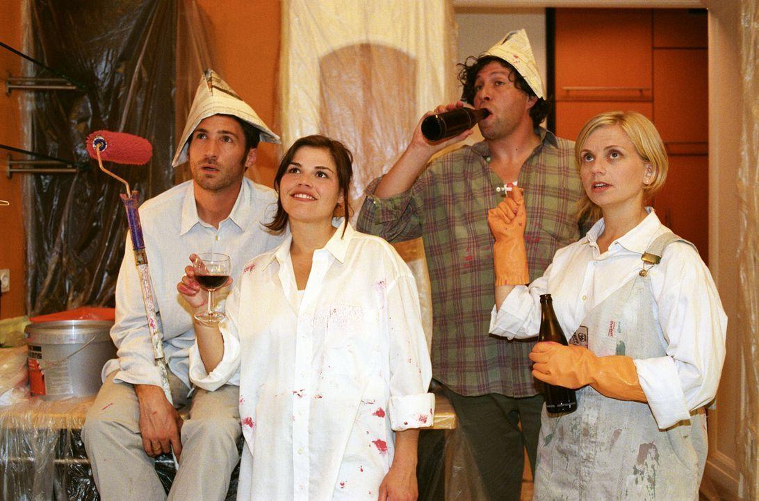 Uli (Benjamin Sadler, l.) und Pia (Katharina Wackernagel, 2.v.l.), beide erfolgreiche Scheidungsanwälte, haben sich über Ulis temporär renovierungsb... - Bildquelle: Noreen Flynn Sat.1