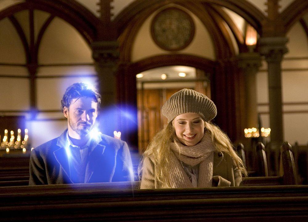 Immer wieder versucht Geist Tom (Stephan Luca, l.), Jana (Diana Amft, r.) deutlich zu machen, dass Max keineswegs der Richtige für sie ist. Doch die... - Bildquelle: Dirk Dunkelberg Sat.1