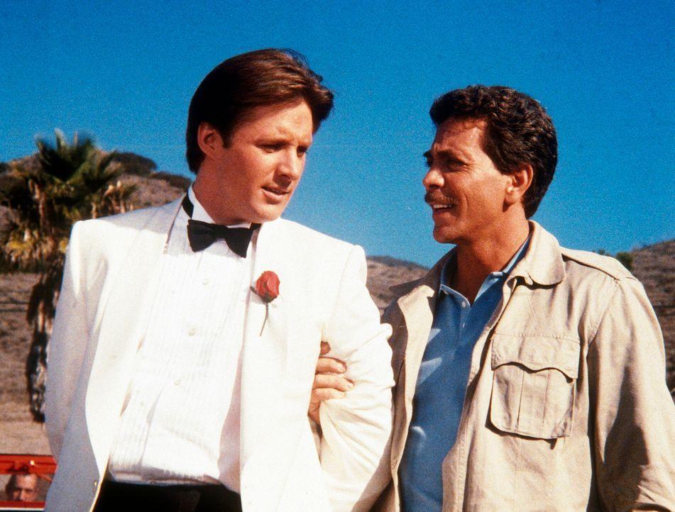 Lee (Bruce Boxleitner, li) wird von dem Schmuggler Rackam (Gary Wood, re) gefangen genommen, der ihn ermorden will. Jetzt kann Leenur hoffen, dass i...