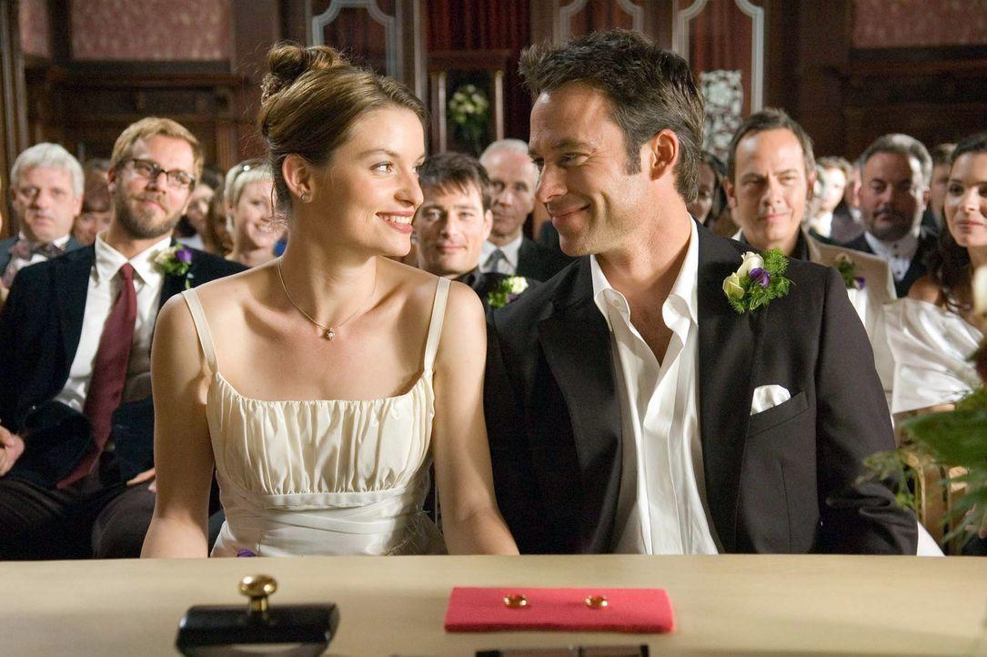 Nina (Ina Klink, l.) liebt Adam (Marco Girnth, r.) und er liebt sie. Wäre da nicht dieses klitzekleine Problem mit dem Orgasmus ... - Bildquelle: Stefan Erhard Pro Sieben