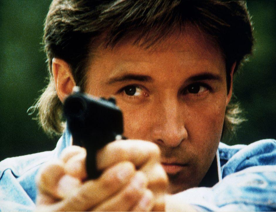 Lee (Bruce Boxleitner) sucht einen Terroristen, der das Trinkwasser der Hauptstadt Washington vergiften will ...