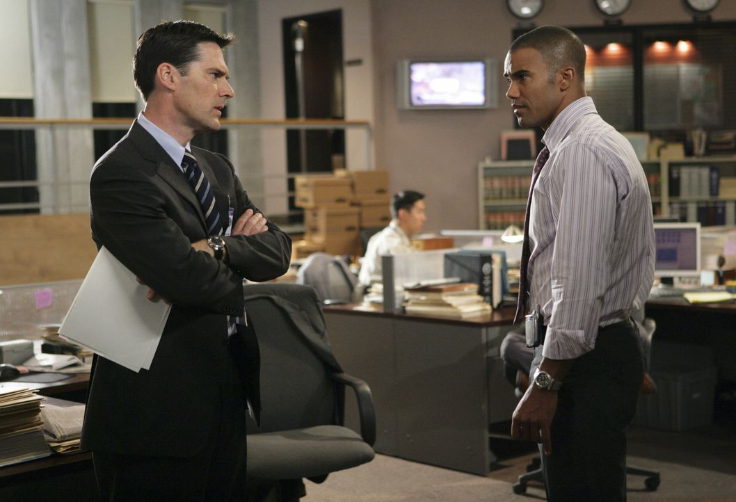 Aaron Hotchner (Thomas Gibson, l.); Derek Morgan (Shemar Moore, r.) - Bildquelle: Adam Taylor 2008 ABC Studios. All rights reserved. NO ARCHIVE. NO RESALE. / Adam Taylor