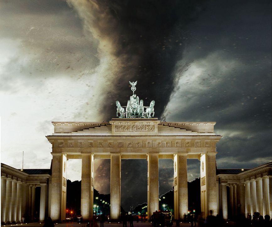 Hitzewelle in Berlin. Während die Bevölkerung noch den lauen Sommerabend auf den Straßen genießt, geschieht das Unmögliche: Ein Tornado rast auf Ber... - Bildquelle: Conny Klein ProSieben