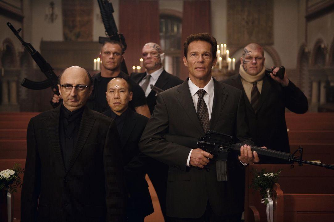 Mafiaboss Salvatore Marino glaubt, dass Puzzo noch am Leben ist, und setzt eine Horde von Killern auf ihn. Unter ihnen ist auch Tonis alter Freund H... - Bildquelle: Warner Brothers