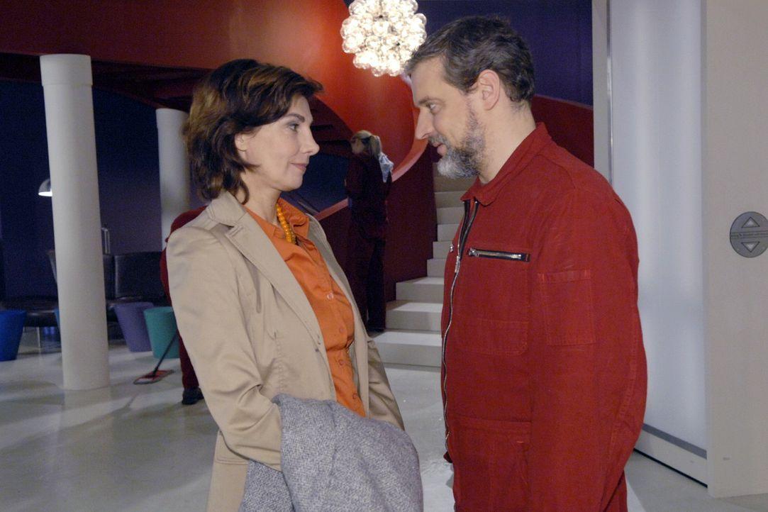 Ingo (Wolfgang Wagner, r.) erklärt Steffi (Karin Kienzer, l.), dass er wegen Anna bleibt. - Bildquelle: Claudius Pflug Sat.1