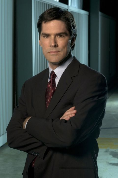 (1. Staffel) - Der frisch gebackene Familienvater Aaron Hotchner (Thomas Gibson) unterstützt sein Team so gut er kann ... - Bildquelle: 2004 Touchstone Television. All rights reserved. NO ARCHIVE. NO RESALE.