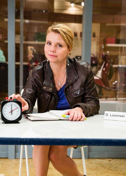 (5. Staffel) - Eine etwas außergewöhnliche Rechtsanwältin: Danni Lowinski (Annette Frier) ... - Bildquelle: Frank Dicks SAT. 1