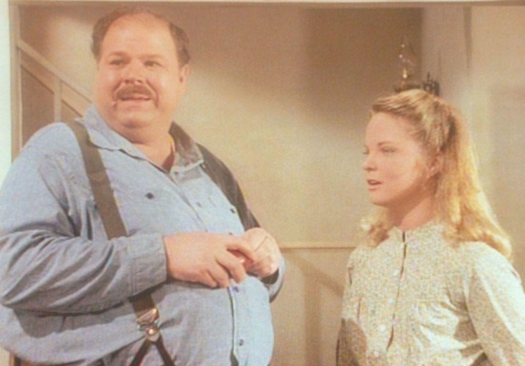 Der dicke John (Cliff Emmich, l.) wird wegen seines Aussehens oft verspottet. In Gesellschaft von Mary (Melissa Sue Anderson, r.) jedoch fühlt er si... - Bildquelle: Worldvision