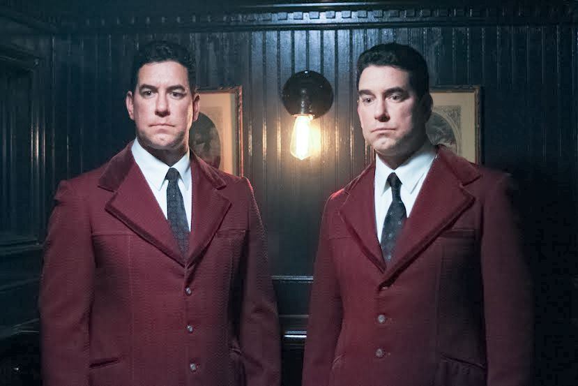Die eineiigen Zwillinge Reg und Ron Kray wachsen in den 30er Jahren in Londo... - Bildquelle: Discovery Communications, LLC.