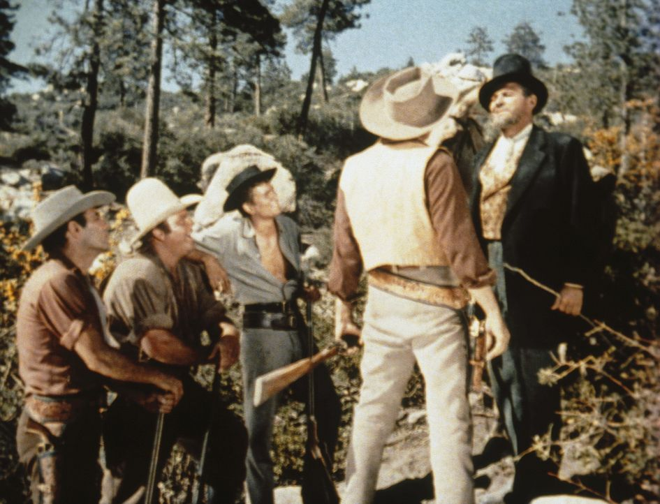 Noch ahnen die Cartwrights nicht, in was sie durch den Fremden hineingezogen werden. - Bildquelle: Paramount Pictures