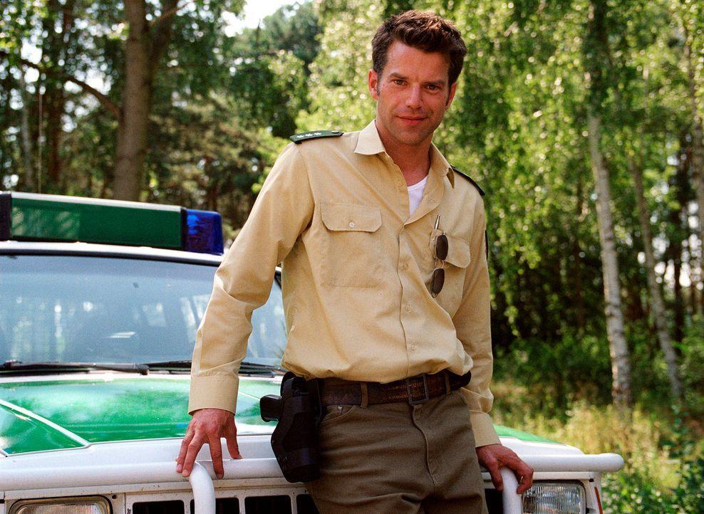 In dem Dorfpolizisten Thomas Borchert (Johannes Brandrup) hat Johanna offenbar im Handumdrehen einen Freund gefunden ... - Bildquelle: Stefan Erhard Sat.1