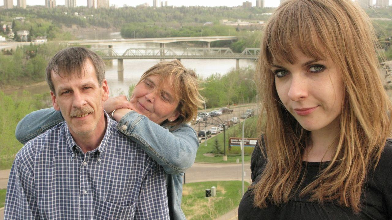 Michael (l.) und Sylvia (M.) Burger wagen mit ihrer Tochter Julia (r.) den Schritt nach Kanada ... - Bildquelle: kabel eins