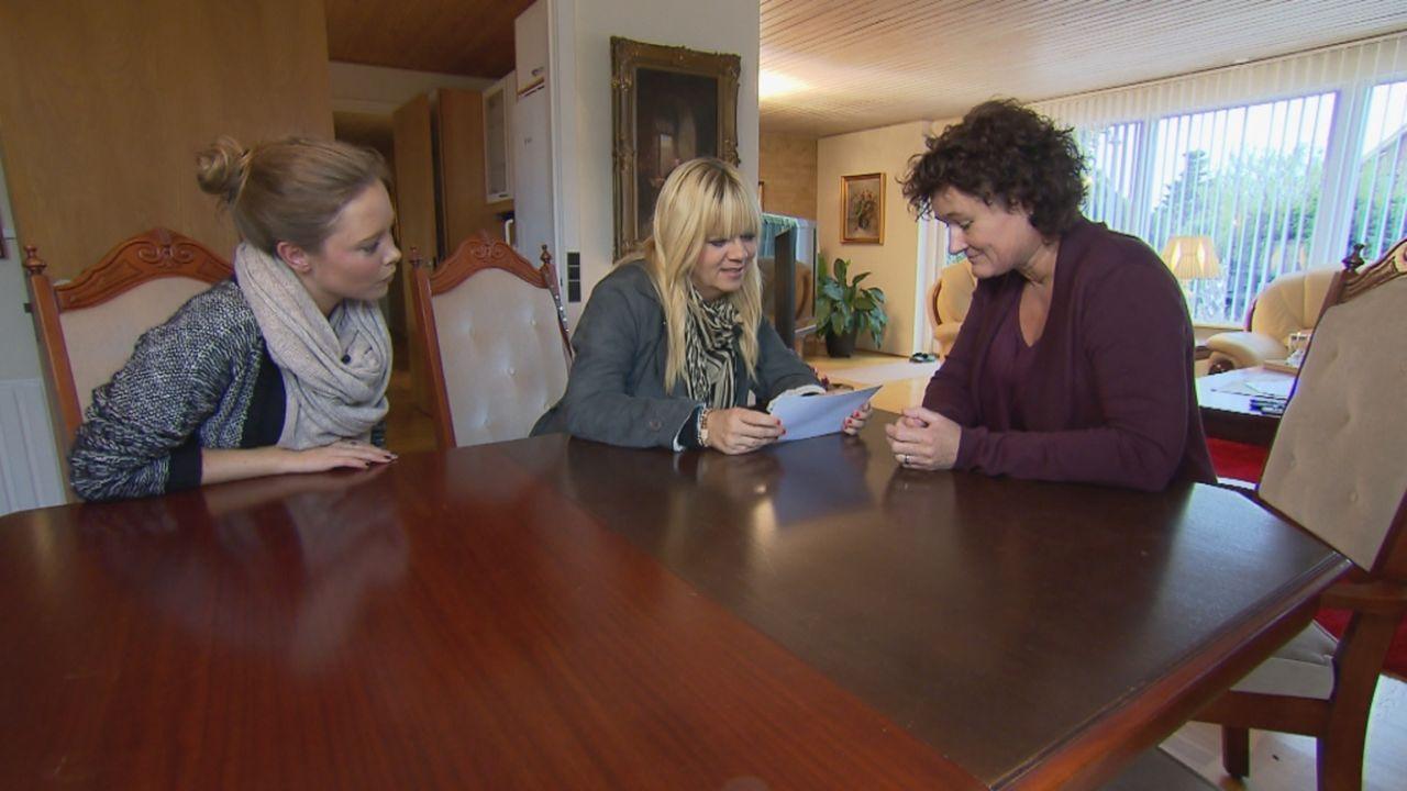 Die Schwestern Angelika und Michelle suchen verzweifelt nach ihrem Bruder Thomas. Julia Leischik (M.) macht sich auf eine schwierige und langwierige... - Bildquelle: SAT.1