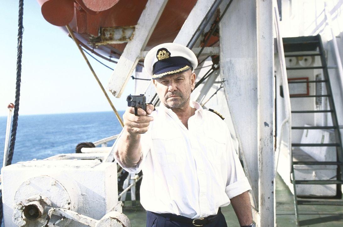 Gangster unter sich: Erst nach und nach dämmert Harris (Klaus Löwitsch), dass nicht nur er unlautere Absichten verfolgt ... - Bildquelle: Pfeiffer ProSieben