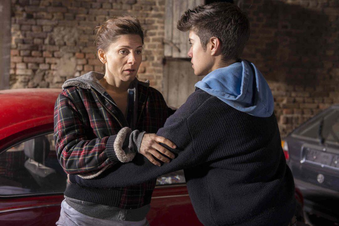 Wird von Mick schwanger, aber will das Kind nicht unbedingt: Astrid (Christina Hecke, l.) ... - Bildquelle: Martin Rottenkolber SAT.1 / Martin Rottenkolber