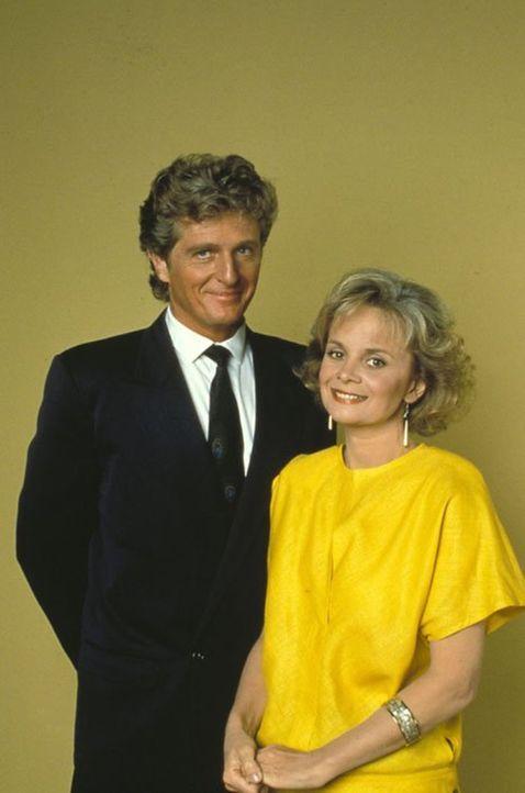 (6. Staffel) - Kit Marlowe (Kim Novak, r.) soll Peters verschollene Stieftochter sein, aber Richard (David Selby, l.) hegt daran starke Zweifel ... - Bildquelle: 1986   Warner Brothers