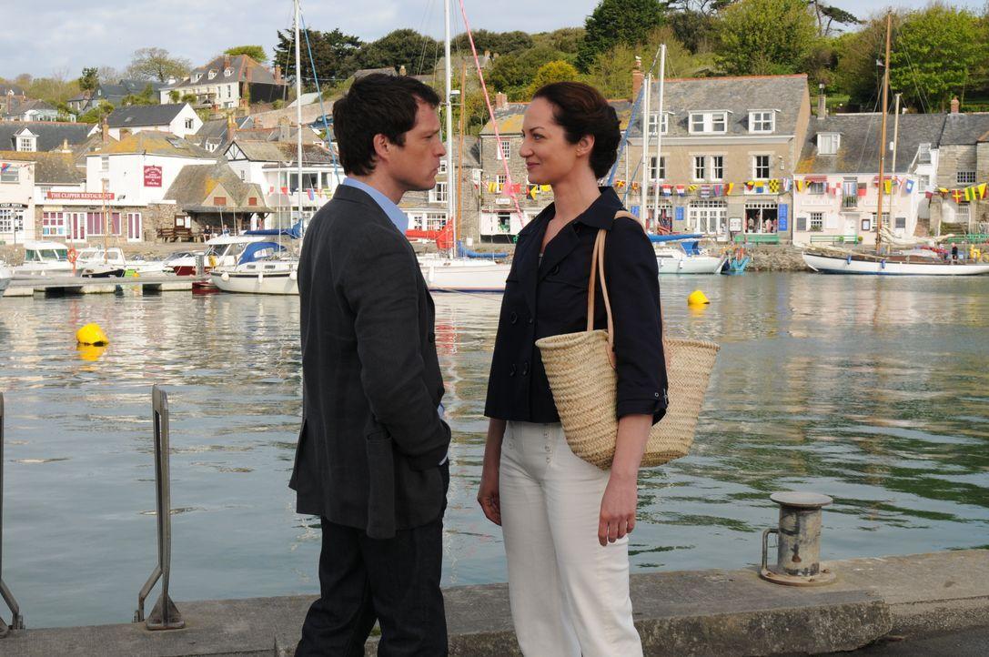 Simon Maxwell (John Light, l.); Charlotte Combe (Natalia Wörner, r.) - Bildquelle: Stephen Morley TMG / Stephen Morley