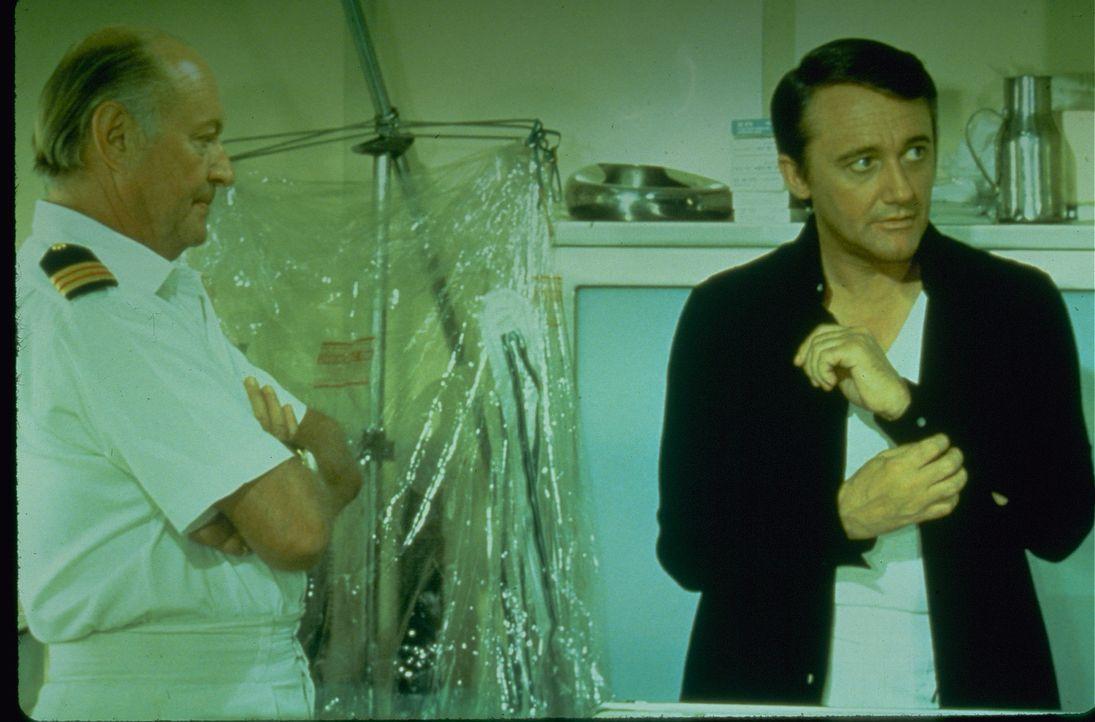 Capt. Gibbon (Patrick Macnee, l.); Hayden Danziger (Robert Vaughn, r.) - Bildquelle: 1974 Universal City Studios LLLP. All Rights Reserved.