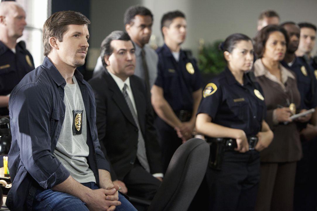 Officer Austin Kent (Dallas Clark, l.) und seine Kollegen machen sich auf die Suche nach dem Studentinnen-Mörder ... - Bildquelle: Adam Rose 2011 American Broadcasting Companies, Inc. All rights reserved. / Adam Rose