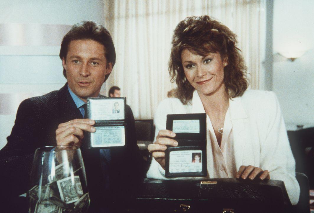 Müssen erkennen, dass der erste Anschein oft trügt: Amanda (Kate Jackson, r.) und Lee (Bruce Boxleitner, l.)...