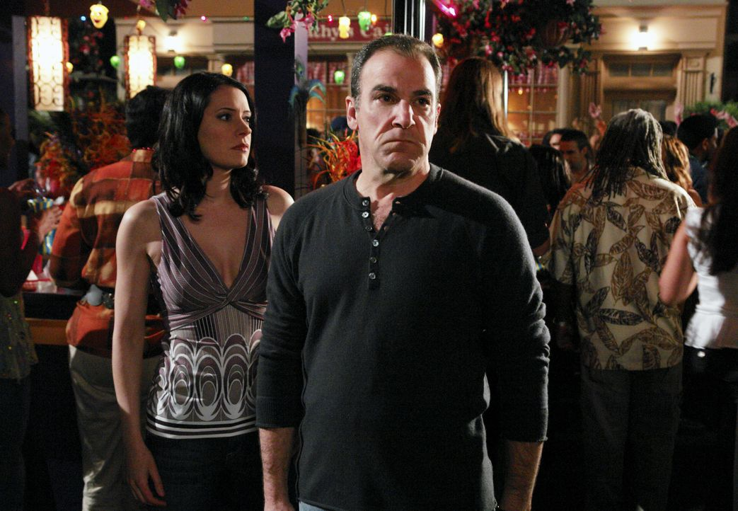 Versuchen einen Serienmörder das Handwerk zu legen: Jason Gideon (Mandy Patinkin, r.) und Emily Prentiss (Paget Brewster, l.) ... - Bildquelle: Richard Cartwright 2007 ABC Television Studio. All rights reserved. NO ARCHIVE. NO RESALE. / Richard Cartwright