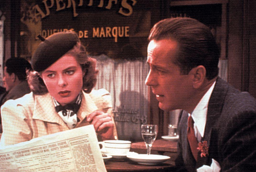 Nur Rick (Humphrey Bogart, r.) kann Ilsa (Ingrid Bergman, l.) und ihren Mann Victor, einen Resistance-Kämpfer, retten ... - Bildquelle: Warner Bros. Television