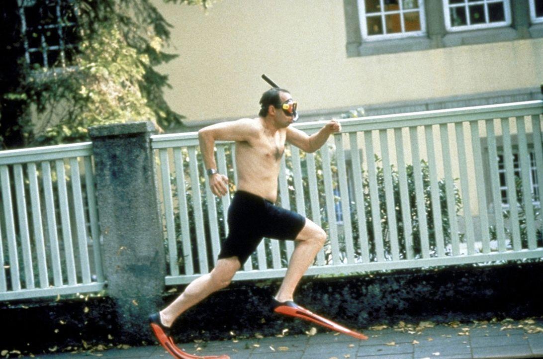Philipp (Axel Milberg) widersetzt sich der Blutabnahme und flieht ... - Bildquelle: Rolf von der Heydt ProSieben