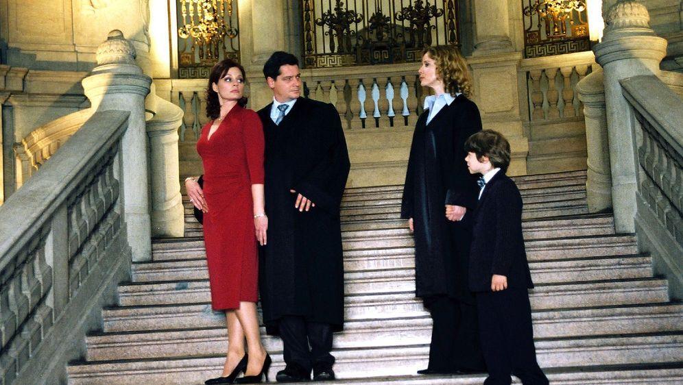 Geküsst wird vor Gericht - Bildquelle: Susan Skelton Sat.1
