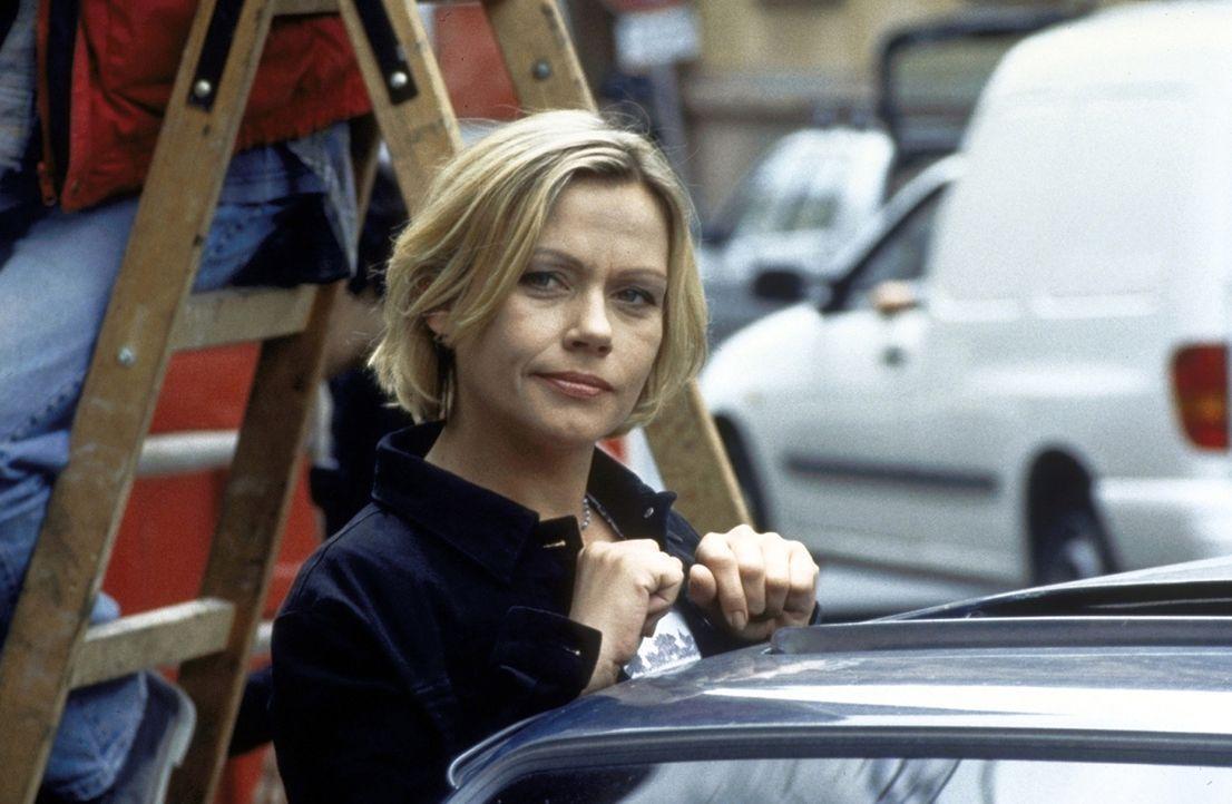 Gefangene ihres Herzens: Marie (Jennifer Nitsch) findet ihr Lebensglück nicht bei einem, sondern gleich bei zwei Männern ... - Bildquelle: Volker Rohloff ProSieben