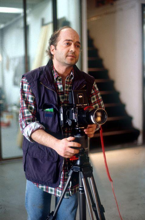 Der Fotograf Til (Florian Martens) mag es unkonventionell. Deshalb setzt er sich für seinen Freund ein, als der sich Hals über Kopf in eine gesuchte... - Bildquelle: Kurt Bauer ProSieben/Bauer