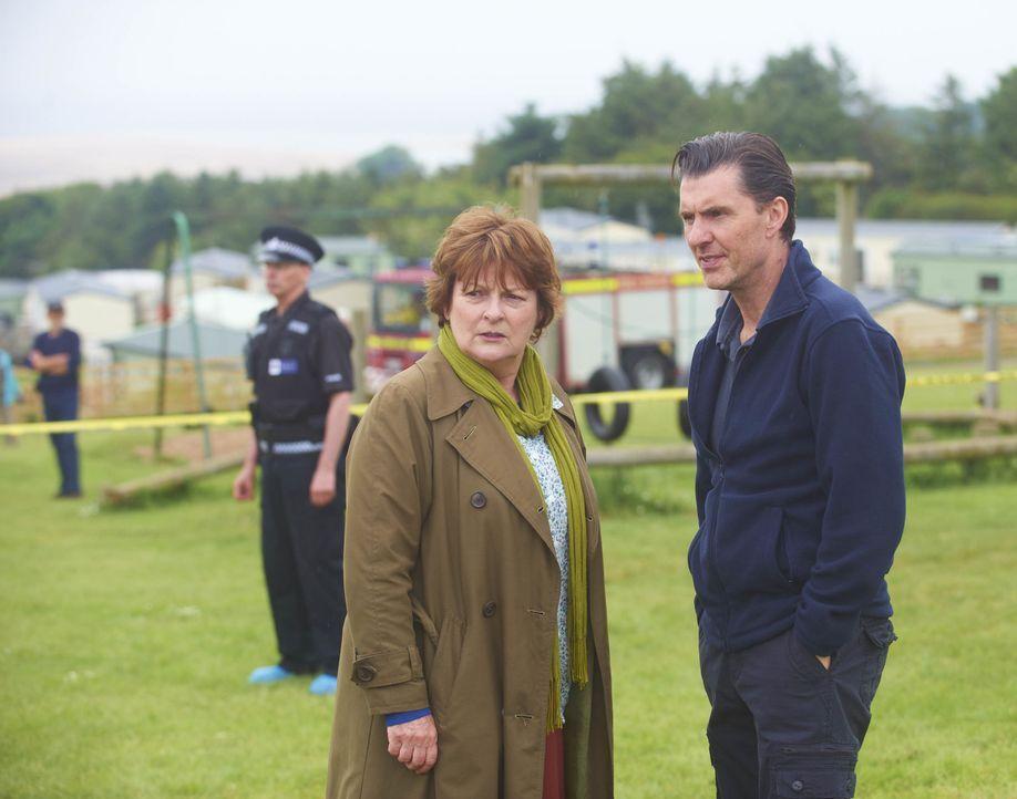 Vera Stanhope (Brenda Blethyn, l.); Malcolm Raggert (Dorian Lough, r.) - Bildquelle: Stuart Wood ITV Studios / Stuart Wood