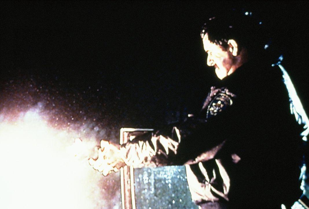 Ist der Highway-Polizist George Gwaltney ein brutaler Frauenmörder? - Bildquelle: Randy Jacobson New Dominion Pictures, LLC
