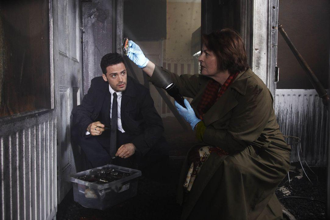 Joe Ashworth (David Leon, l.); Vera Stanhope (Brenda Blethyn, r.) - Bildquelle: Helen Turton ITV Studios/Helen Turton